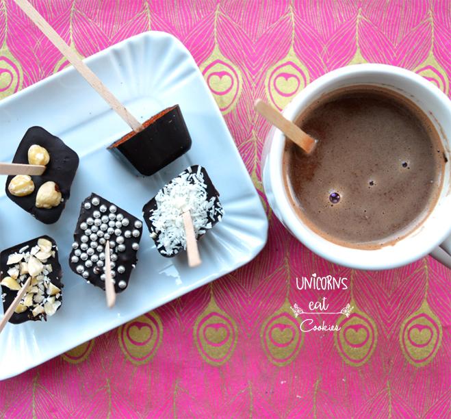 cioccolata calda su stecco, hot chocolat on sticke, spoon, unicorns eat cookies, dairy free, vegan, party idea, christmas, milk, gift idea, befana, calza, nocciole. hazelnut, relax,