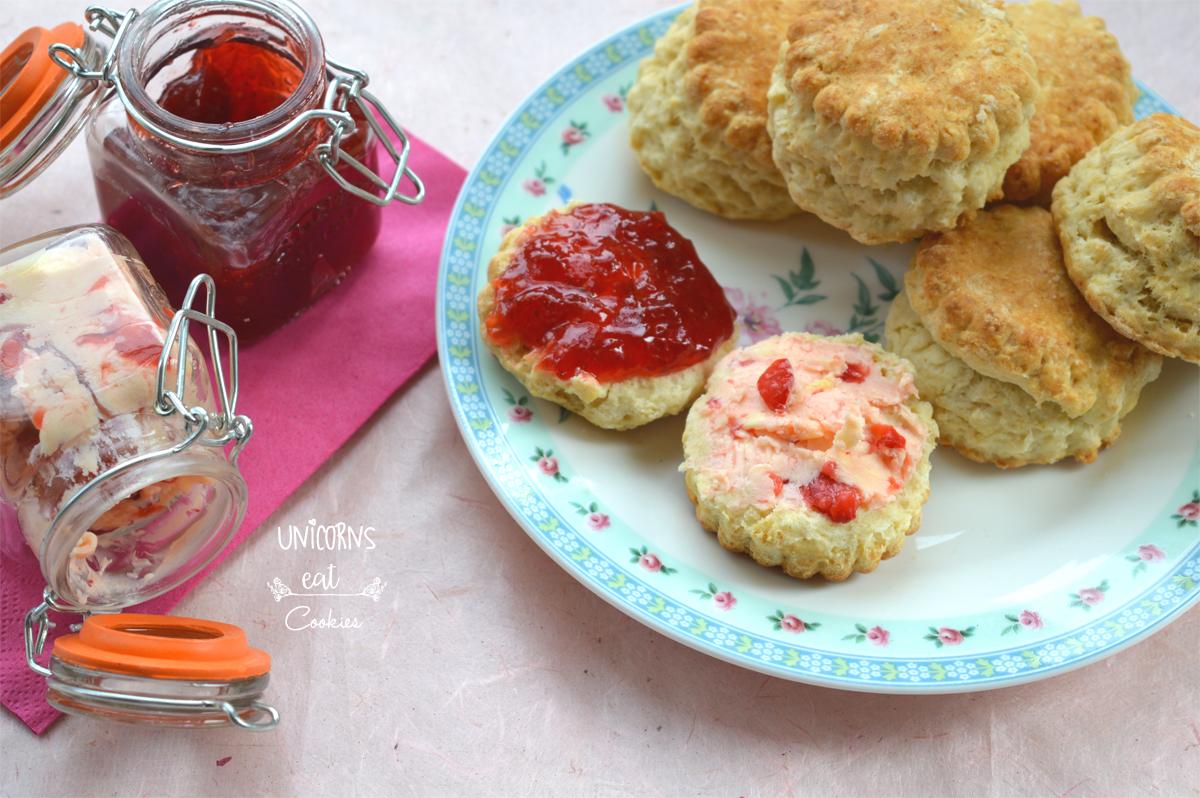 afternoon tea, scones, scone inglesi, recipe, ricetta, burro, fragole, butter, strawberry, brunch, breakfast, dessert, cake , english tea,