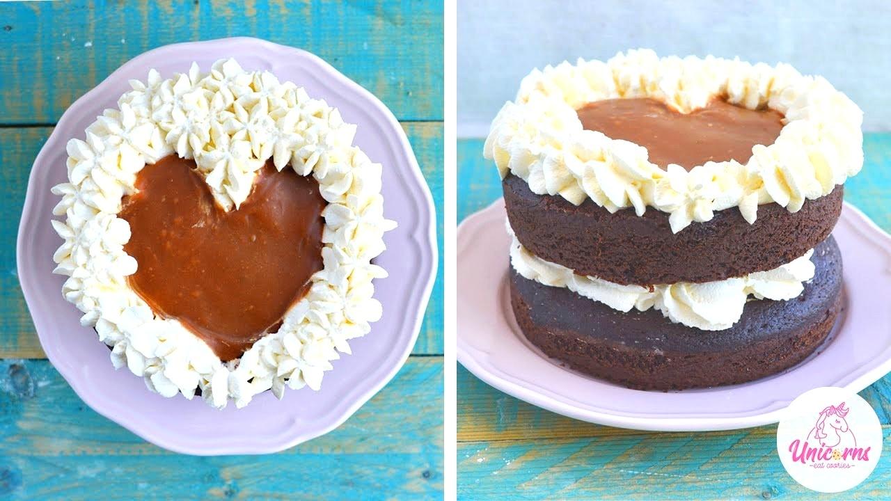 torta al cioccolato caramello e panna di san valentino a forma di cuore