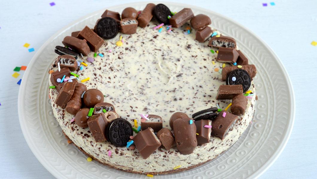 cheesecake alla stracciatella senza cottura con cioccolatini