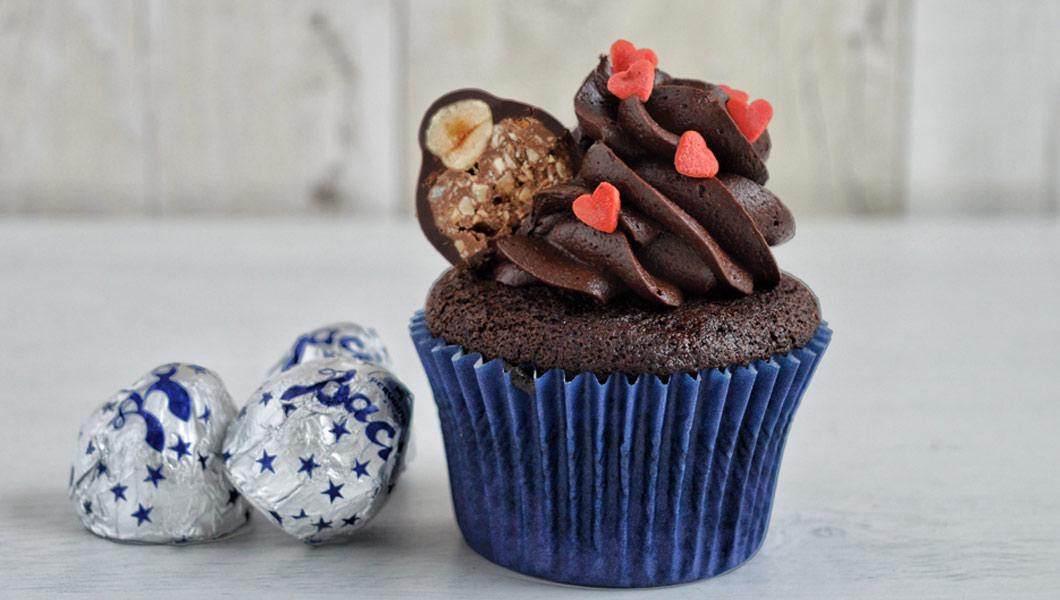 cupcake con baci perugina crema al cioccolato e cuori rossi