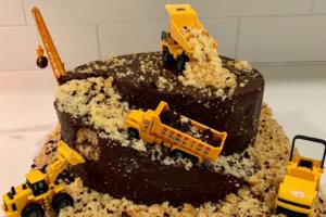 truck cake, stuccata e farcita con crema di datteri